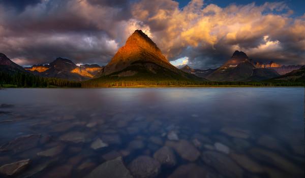 Swift Current Lake And Grinnell Peak At Sunrise - Swiftcurrent Lake, Many Glacier, Glacier National Park, Montana