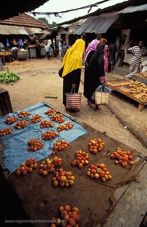 Women at market. Chaka Chaka. Pemba Island. Zanzibar. Tanzania