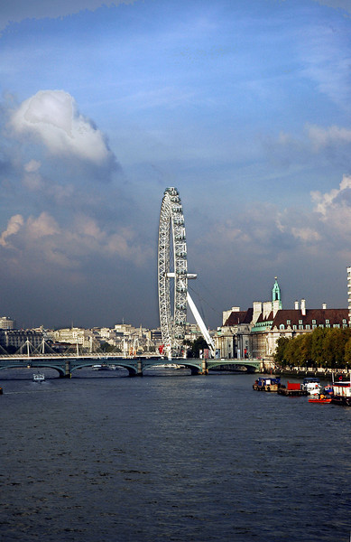 "The ""EYE"" in London on the Thames River"