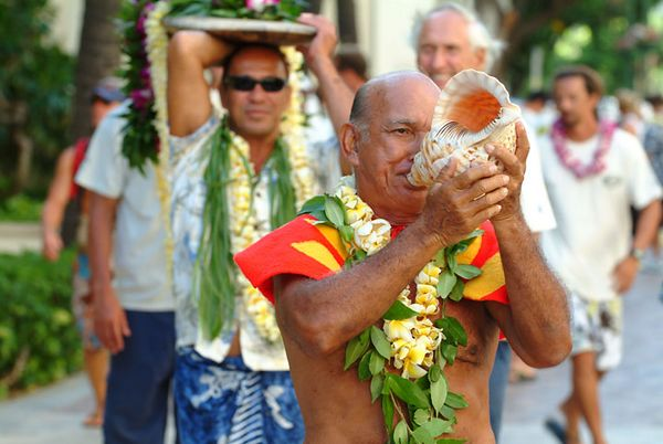 conch-shell blower, Waikiki