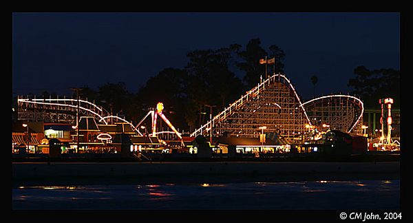 <br> <H2><b>The boardwalk</b></H2> <P ALIGN=LEFT>Santa Cruz boardwalk at night, illuminated like a giant Christmas tree.<P> <H5>(Click on picture to enlarge)</H5>