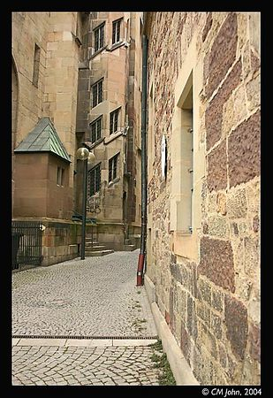 "<br> <H2><b>Old street</b></H2> <P ALIGN=LEFT>Between the church (""Stiftskirche"") and the museum of ancient instruments lies this old narrow street, reminiscent of what Stuttgart must have been in the middle Ages.<P> <H5>(Click on picture to enlarge)</H5>"