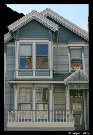 <br> <H2><b>Victorian mansion</b></H2> <P ALIGN=LEFT>This reconstructed victorian mansion on Fillmore Street is reminiscent of the traditional wooden houses typical for San Francisco.<P> <H5>(Click on picture to enlarge)</H5>