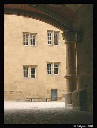 <br> <H2><b>Gate to the Altes Schloss</b></H2> <P ALIGN=LEFT>Entrance to the old castle, and the modern museum of regional history.<P> <H5>(Click on picture to enlarge)</H5>