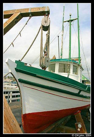 "<br> <H2><b>Old steamer</b></H2> <P ALIGN=LEFT>An old steam-engined boat, probably used for fishing or trawling, named the ""Santa Cruz"". On display at the wharf.<P> <H5>(Click on picture to enlarge)</H5>"