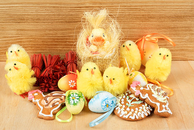 easter decoration, gingerbread, chicken and painted eggs