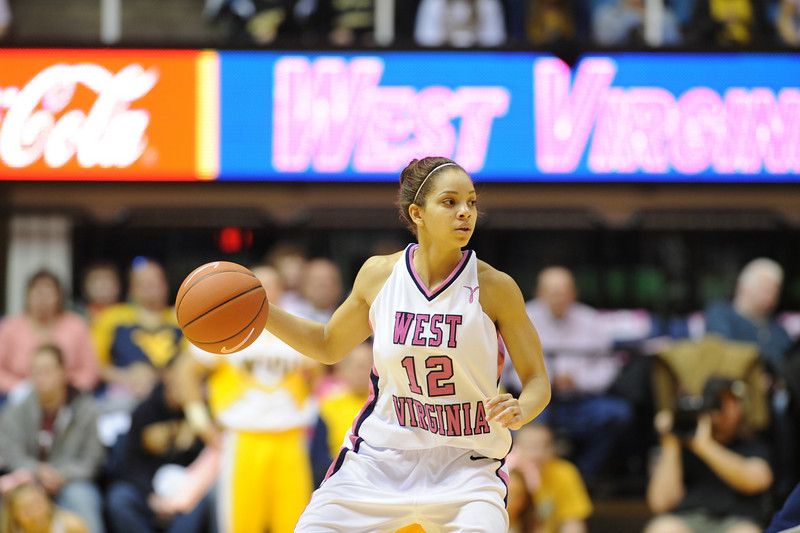 26610a189 - ORIGINAL - Vanessa House at 2010 Pink Zone game vs. Georgetown