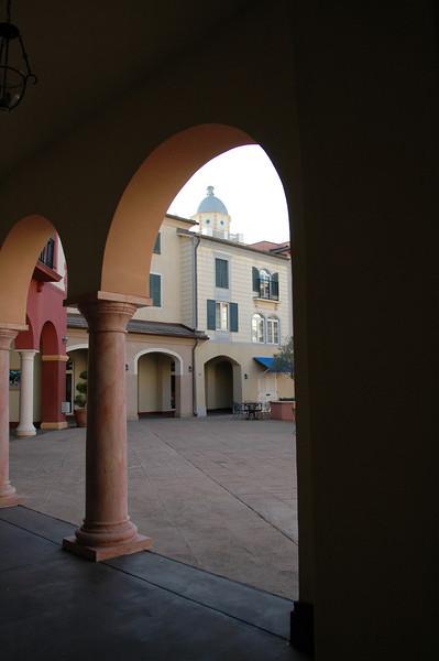 Arch Piazza Centrale (2)