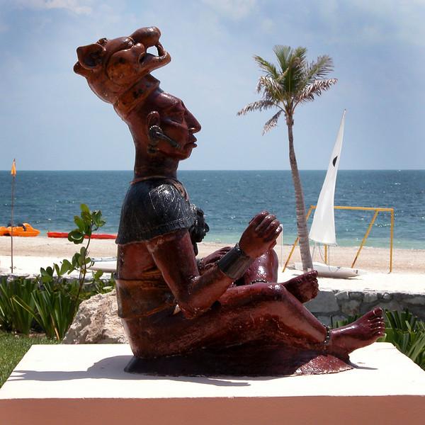 Mexico 2005_08_ Statue-Beach