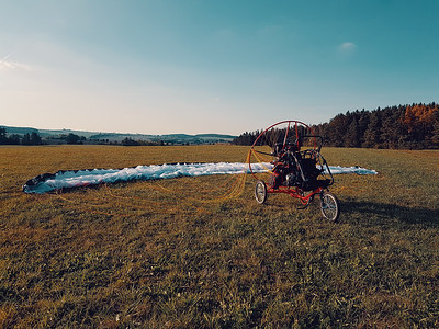 Powered paragliding vehicle