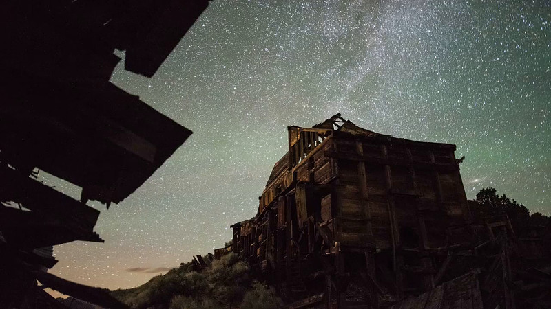 stock-timelapse-night-stars-mining-town-bodie