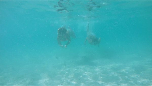 0040 women swimming underwater in turquoise water