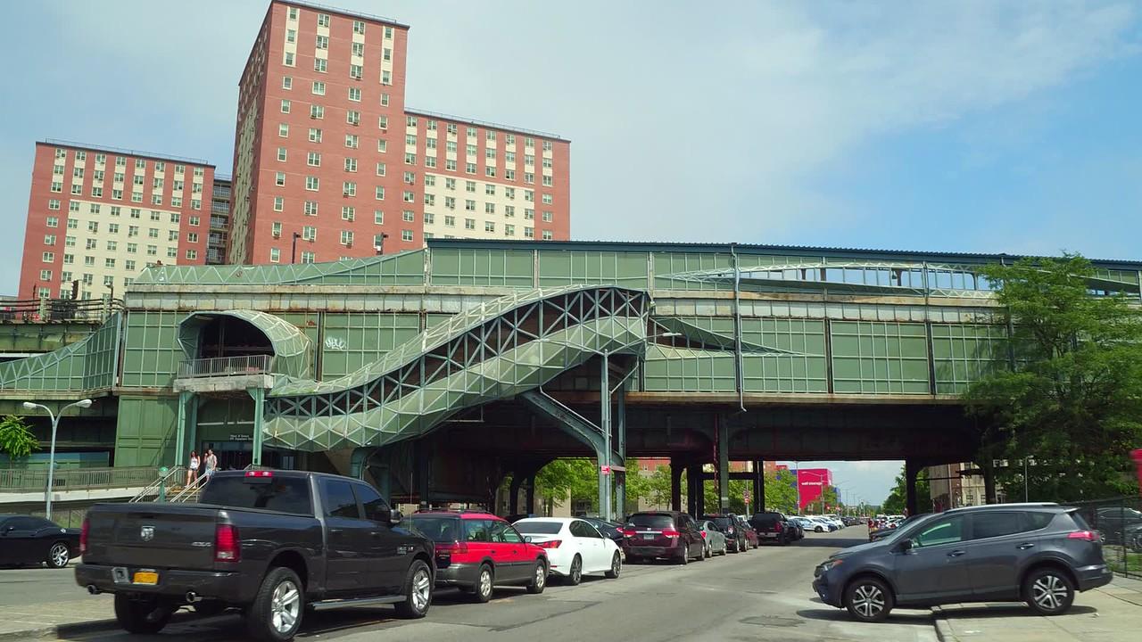 W 8 St  NY Aquarium train station platform 4k