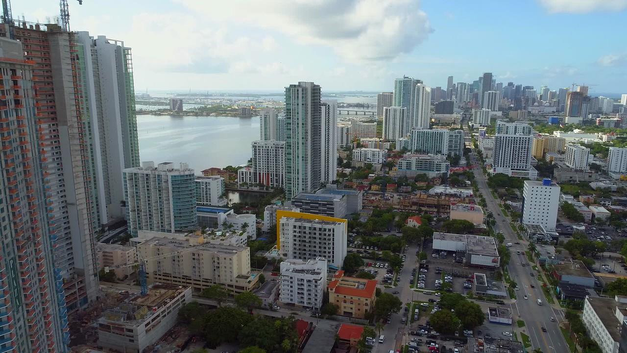 Aerial reveal Paraiso Bay Miami