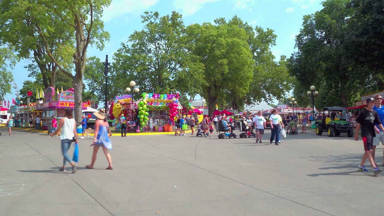Tourists in motion at the Iowa State Fair 4k