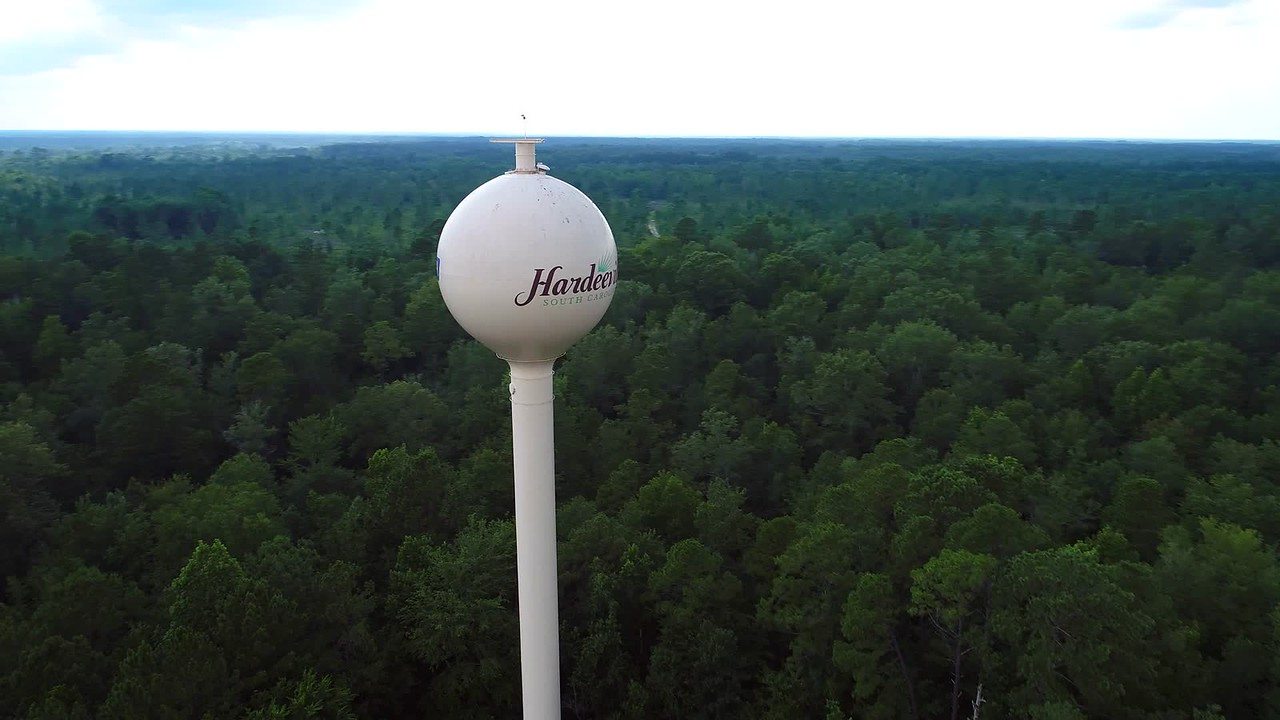 Aerial video of the Hardeeville South Carolina water tower 4k