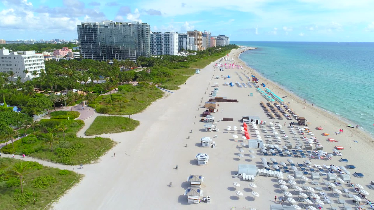 Beautiful beach scene in Miami