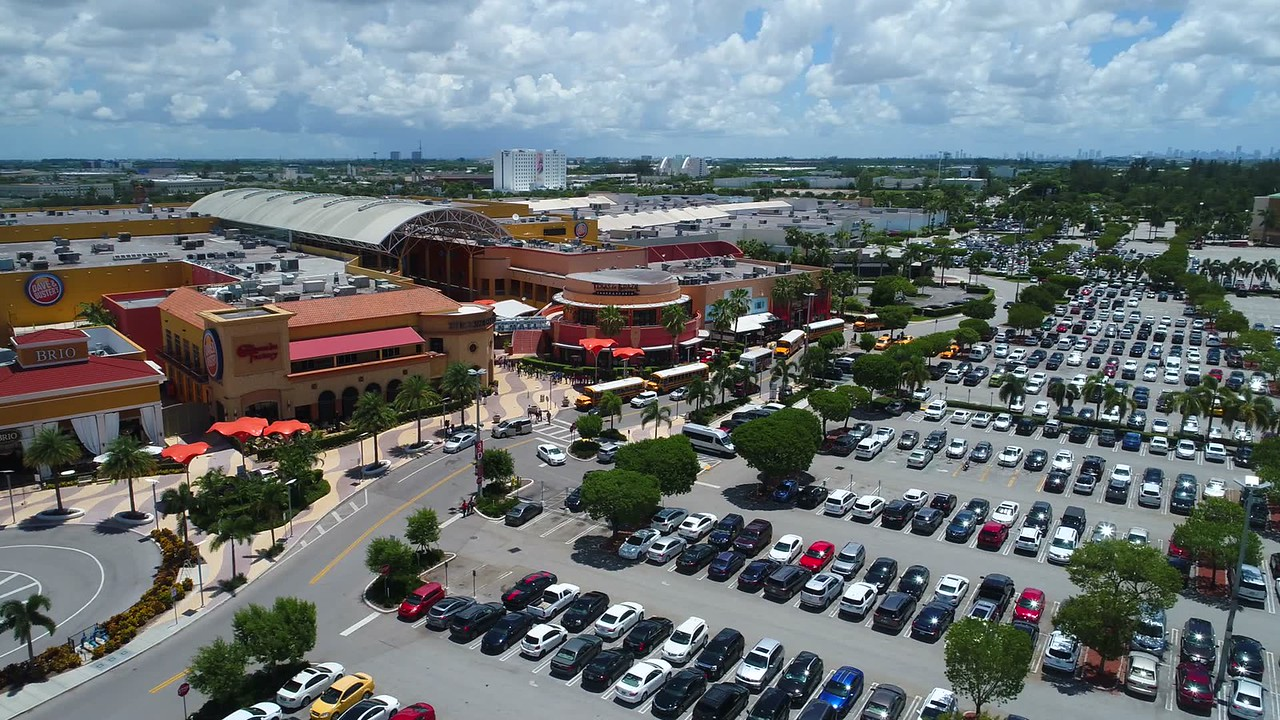 Aerial drone shot of Dolphin Mall Miami 4k