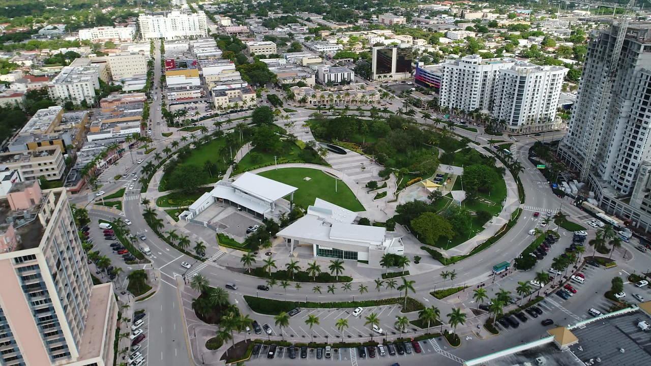 Aerial flyover and tilt down young circle park hollywood fl 4k 30p