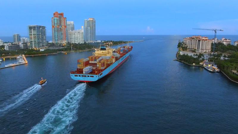 Maersk Montana departing Miami
