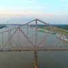Lateral aerial video Martin Luther King Bridge St Louis 4k 60p