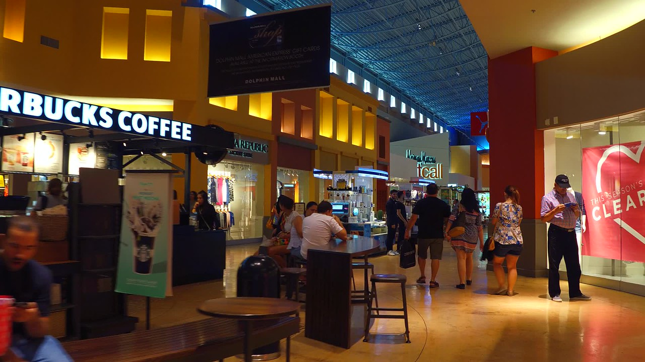 Tourists at Dolphin Mall Doral Miami