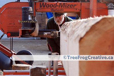 [025] Small portable sawmill operator