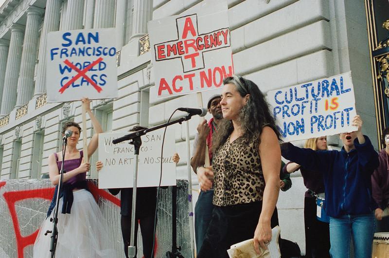 Krissy Kefer - Dance Mission_Artist protest displacement_2000_10_04