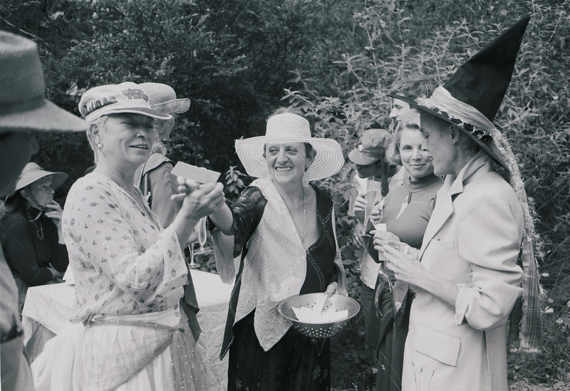 poet ruth weiss gives out haiku in her garden in Albion, 1992_09_13