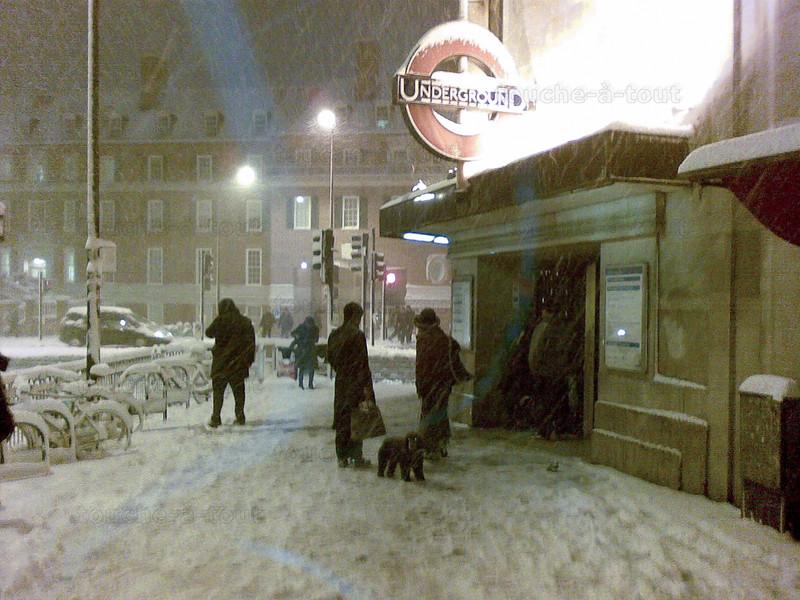 Snow at Clapham South - no work!