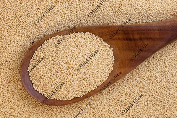 amaranth grain and spoon