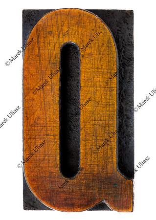 letter Q in vintage wood type