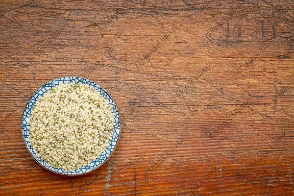 shelled hemp seeds (hearts)
