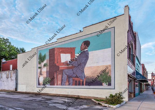 Scott Joplin plays piano mural in Sedalia