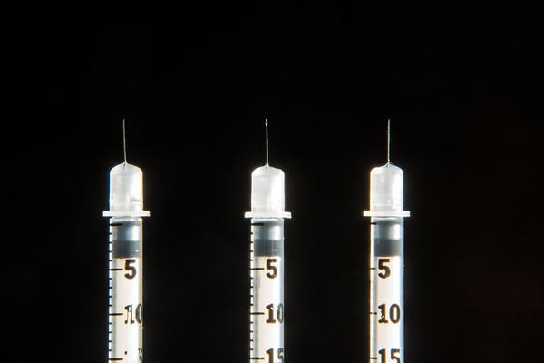 (R) 3 standing needles
