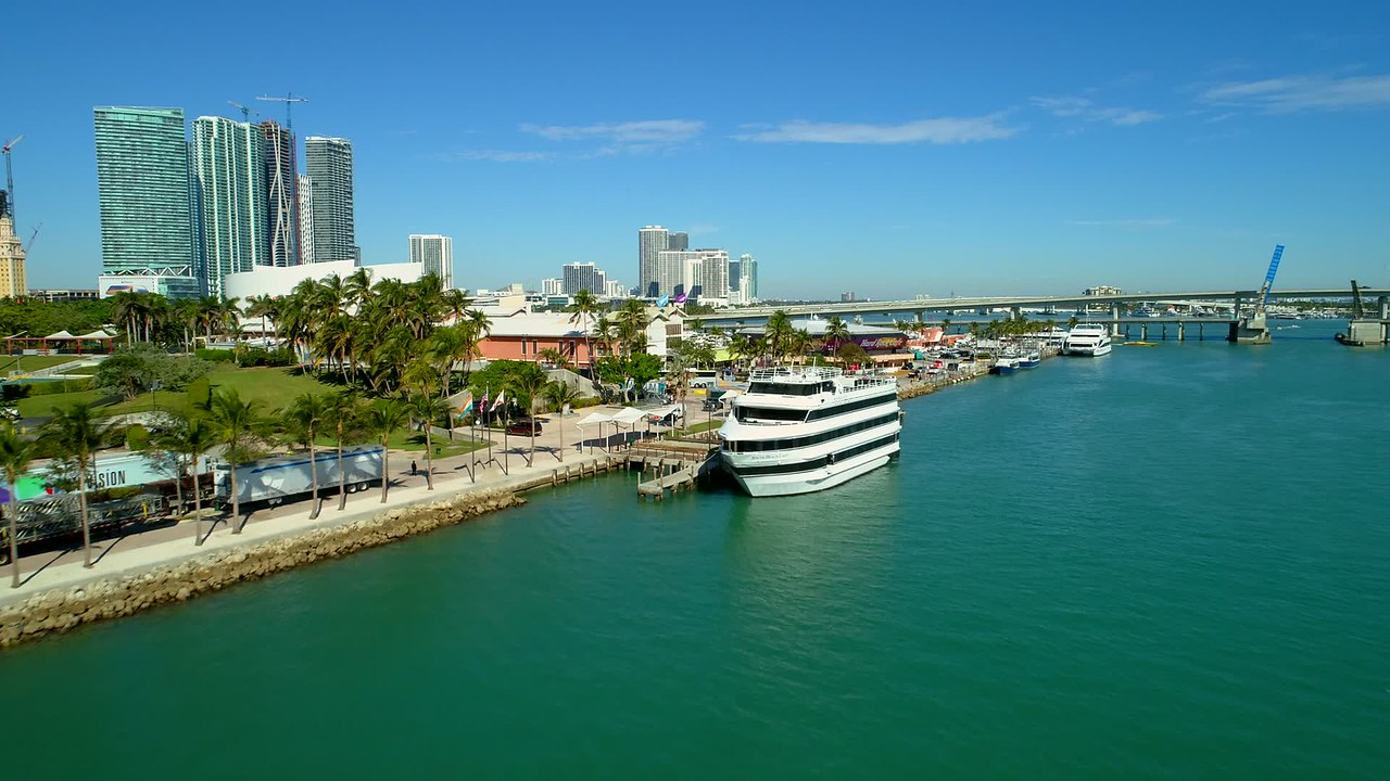 Aerial video Miami Bayside Marketplace and Marina 4k 24p