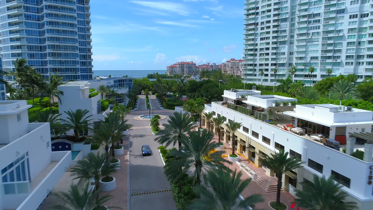 Miami Beach Ocean Drive Continuum entrance