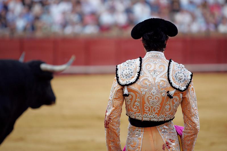 Bullfighter looking at the bull. Bullfight at Real Maestranza bullring, Seville, Spain, 15 August 2006.