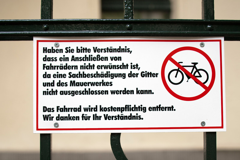 Sign forbidding to lock bikes, Berlin, Germany