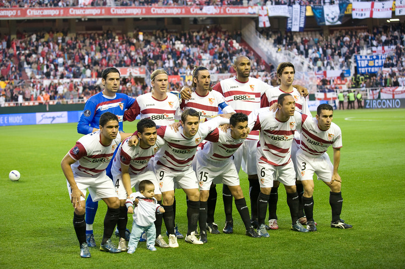 Sevilla FC squad forming before the match