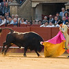 Two-handed pass during a bullfight