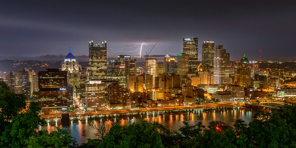 """Solitary Strike"" - Pittsburgh, Mount Washington   Recommended Print sizes*:  4x8  