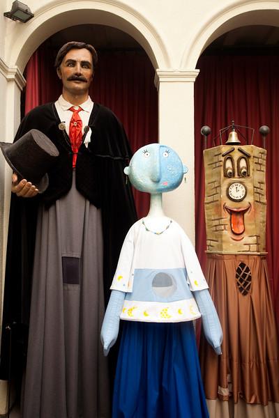 "Carnival figures known as ""gigantes y cabezudos"", barrio de Gracia, town of Barcelona, autonomous commnunity of Catalonia, northeastern Spain"