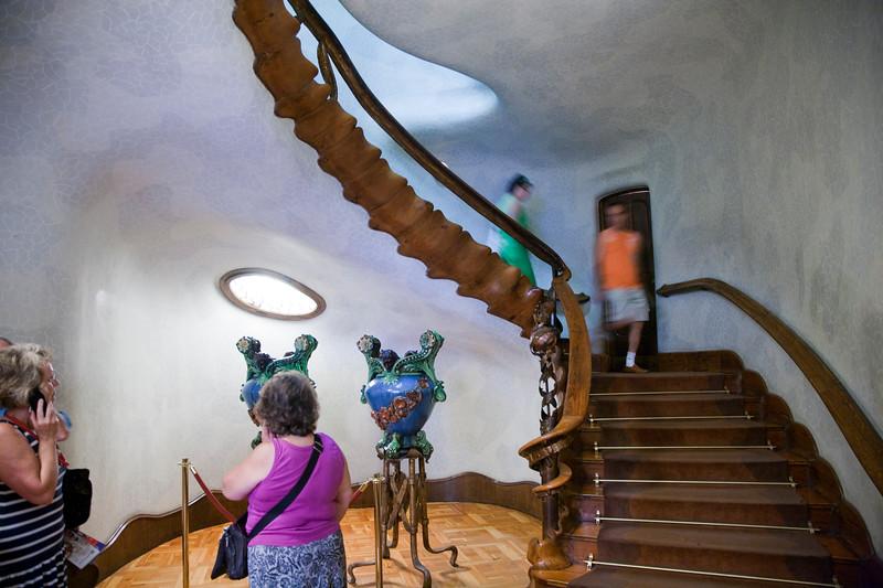 Vestíbulo y escalera de la Casa Batlló, obra de Gaudí, paseo de Gracia, Barcelona