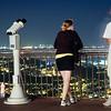Una pareja joven en el mirador del Tibidabo, Barcelona