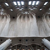 Interior de la iglesia de la Sagrada Familia, obra inacabada de Gaudí, Barcelona