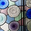 Vidriera de colores con formas geométricas, Casa Batlló, obra de Gaudí, paseo de Gracia, Barcelona