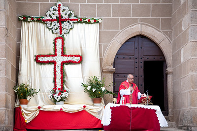 Catholic priest celebrating an outdoor mass, town of Valencia de Alcantara, province of Caceres, autonomous community of Extremadura, southwestern Spain
