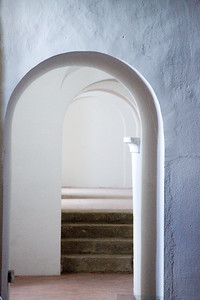 Whitewashed walls and arches, typical elements of Spanish architecture
