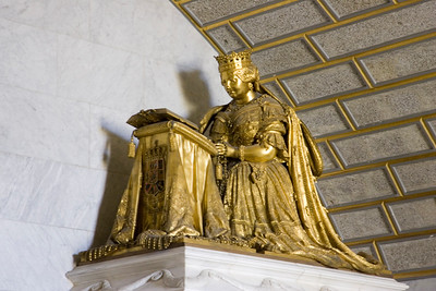 According to the desire of the king Philip II, most Spanish sovereigns, beginning with the emperor Charles V and Philip II himself, were buried at El Escorial. Further pantheons were made in the 19th century, like this one.